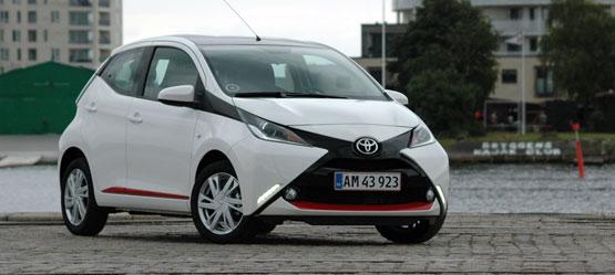 Toyota støtter Knæk Cancer med to AYGO'er